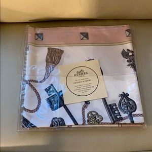 "NWOT Authentic Hermes ""the keys"" scarf"